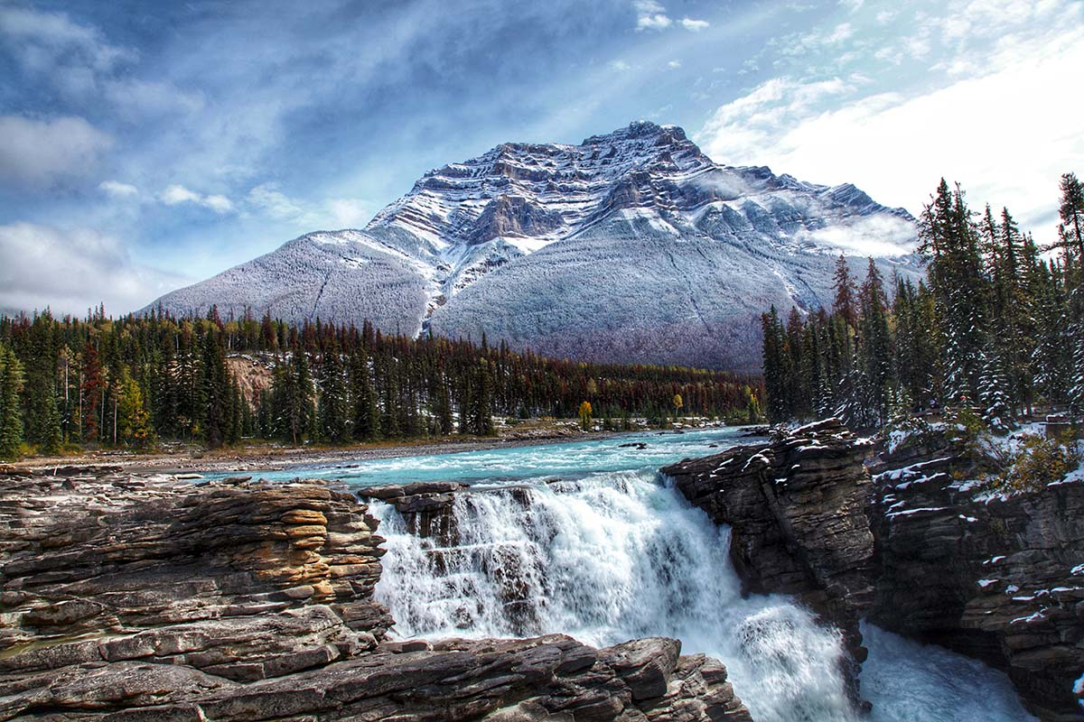 Hiking trails around Athabasca Falls
